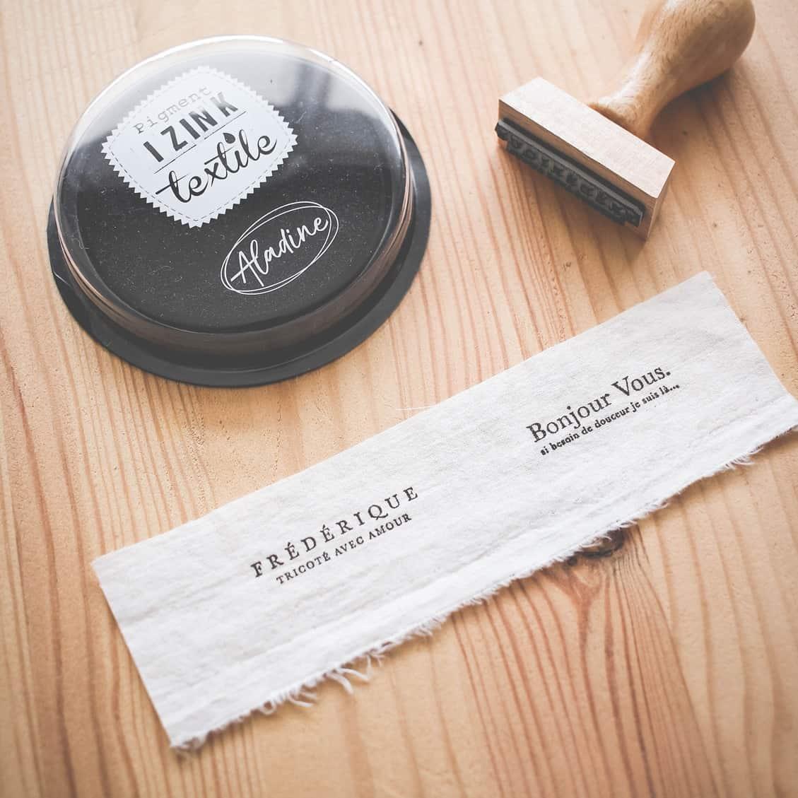 encre-pour-tissu-noir-izink-bloomini-studio
