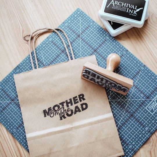 tampon-logo-restaurant-mother-lille-tampon-encreur