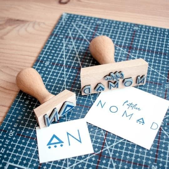 tampon-bois-personnalise-logo-sur-mesure